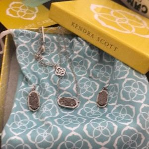 Kendra Scott never worn earrings and necklace